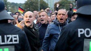 Demonstrací proti migraci se v Chemnitzu v sobotu zúčastnilo  11 tisíc lidí