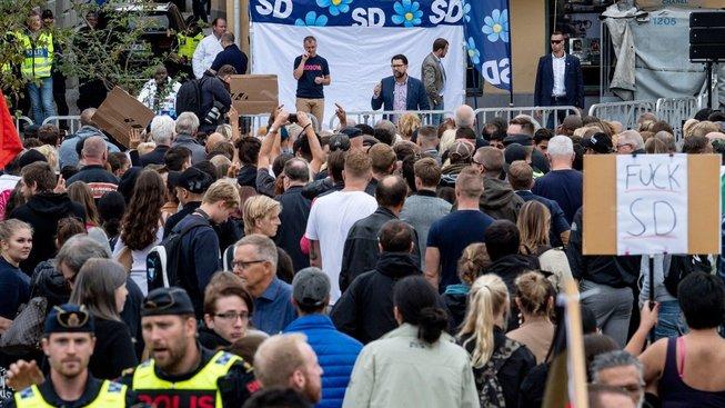 Předvolební mítink Švédských demokratů (SD) v jihošvédské Landskroně. U mikrofonu šéf strany Jimmie Akesson