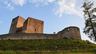 Ruina hradu Landštejn patří k nejzajímavějším ukázkám rané hradní architektury u nás