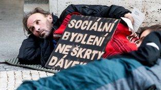 Premiér navrhl obcím řešení nedostatku sociálních bytů ze státních prostředků