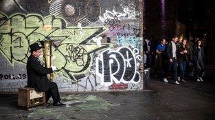 Kvalitní pouliční umělec si dokáže svou tvorbou hezky přivydělat. Ilustrační snímek