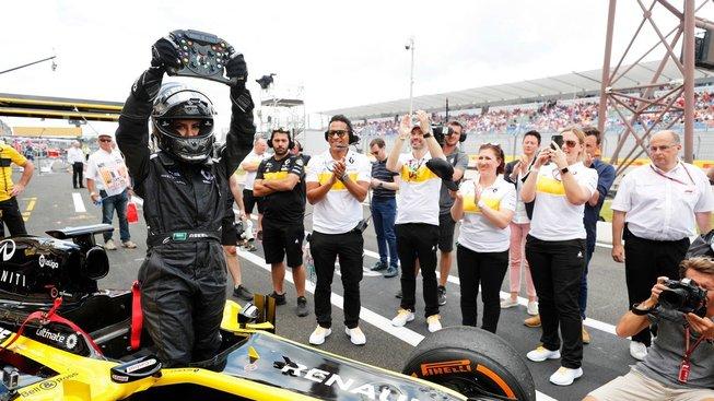 Saudské řidičky inspiruje Asíl Hamadová, která letos v červnu usedla za volat Formule 1