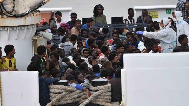 OSN zkritizovala Itálii za zavření svých přístavů před loďmi s migranty