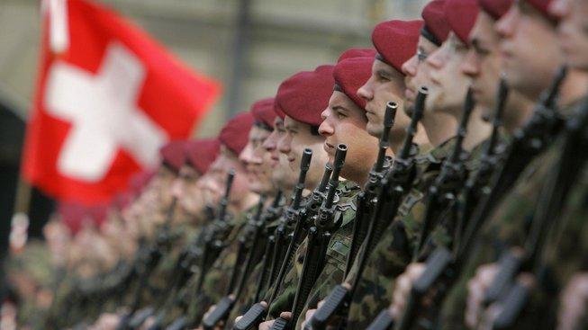 Vojenskou přehlídku v Bernu Škeřík v roli velvyslance pravděpodobně neuvidí