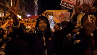 Migranti v Aténách požadují, aby jim Evropa otevřela své hranice na sever a mohli pokračovat na sever - do zemi s vyššími sociálními dávkami