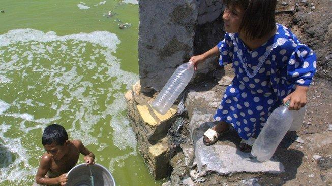 O čistotě pitné vody v Basře nemůže být řeč