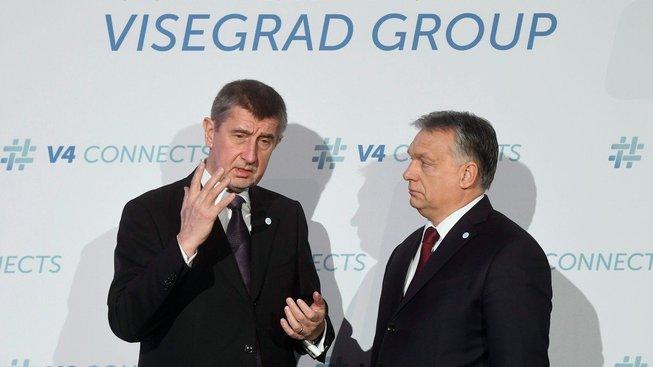 Český premiér Andrej Babiš a jeho maďarský protějšek Viktor Orbán při schůzi visegrádské čtyřky