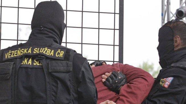 České vězeňství vstoupilo do nové etapy hlídaných vězňů bez vězení