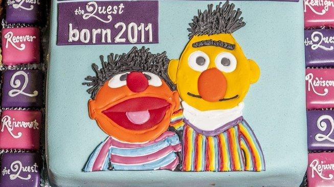 Berta a Ernieho již dávno homosexuální komunita přijala za své a stali se pro mnoho LGBT hnutí symbolem.