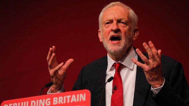 Předseda opozičních Labouristů Jeremy Corbyn