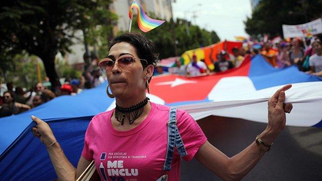 Kubánci by měli příští rok v únoru hlasovat i manželství gayů. Ilustrační snímek