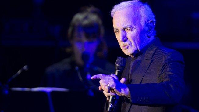 Charles Aznavour během březnového koncertu v Praze