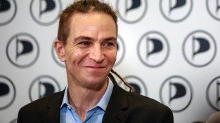Předseda Pirátů Ivan Bartoš může být spokojený