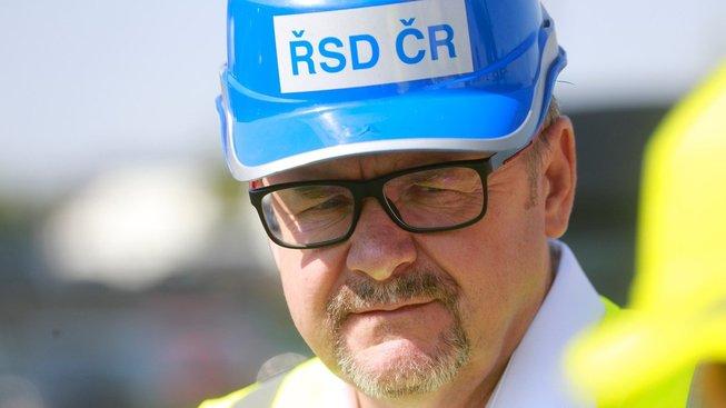 Ministr dopravy Dan Ťok během obhlídky stavby dálnice D1