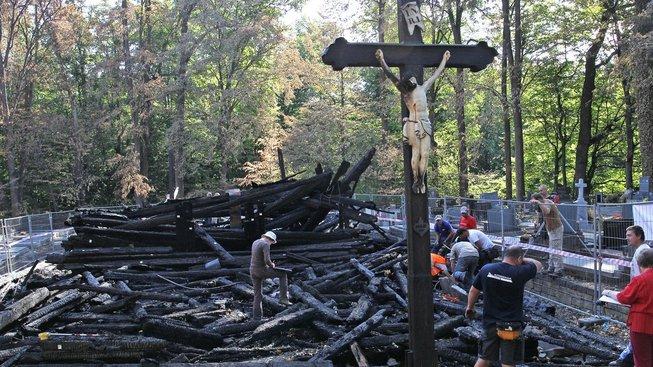 Pozůstatky spáleného kostela