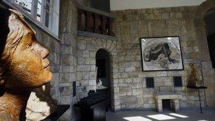 František Bílek si vilu kompletně navrhl, sloužila jako obydlí jeho rodiny, ale i jako jeho ateliér