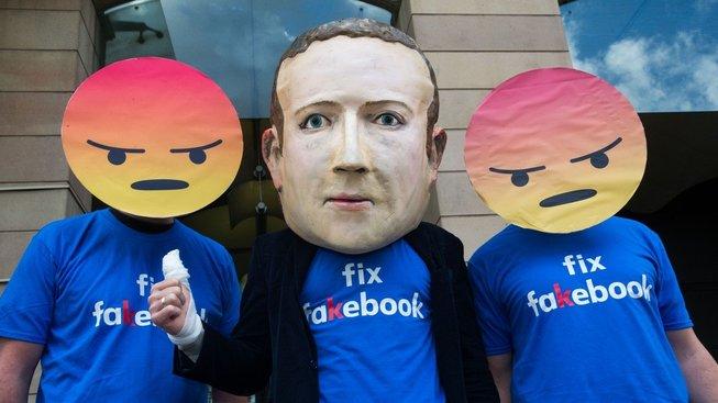 Ne všem sdělením na sociálních sítích lze důvěřovat, hranice je ale leckdy tenká. Ilustrační snímek