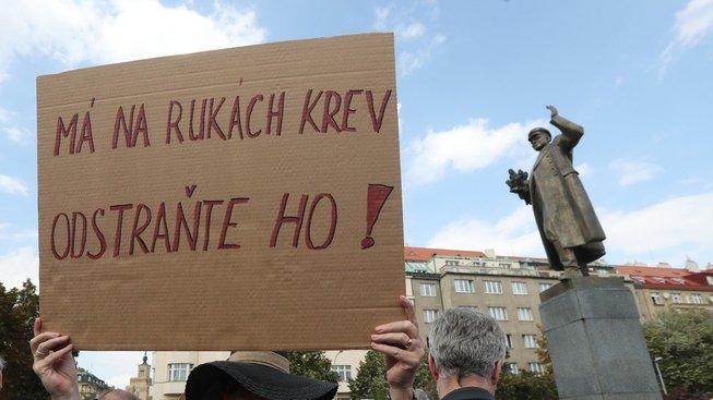 Pomníky a podobná místa jsou jablkem sváru častěji, než by člověk čekal. Stačí si vzpomenout na stále čerstvou kauzu kolem sochy maršála Koněva v pražských Dejvicích.
