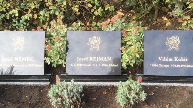 Osudy zemřelých mužů budou připomínat pamětní desky