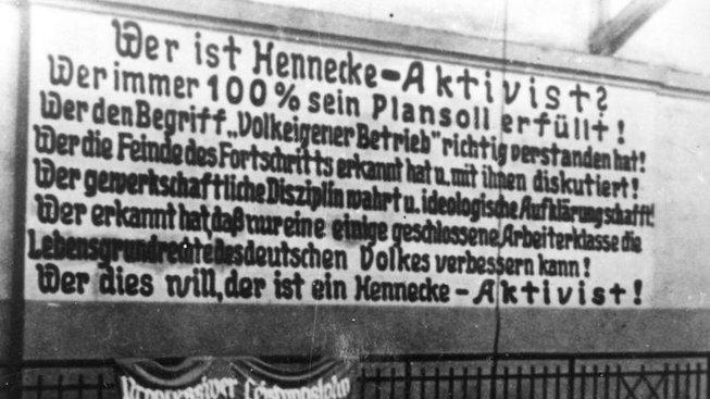 Propagandistický plakát Henneckeho aktivistického hnutí