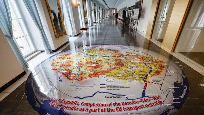 Propagace oblíbeného projektu Miloše Zemana se dostala i do chodeb Pražského hradu
