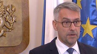 Ministr obrany Lubomír Metnar během tiskové konference