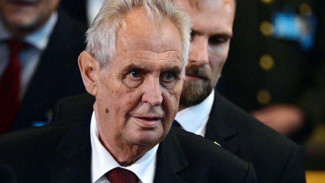 Prezident Miloš Zeman část politiků na předání státního vyznamenání vůbec nepozval