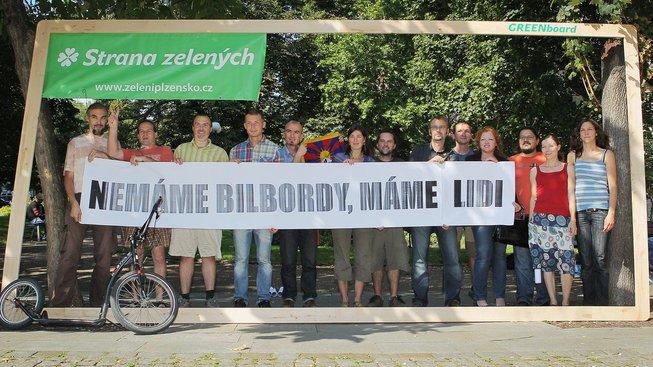 Platí tento několik let starý slogan pro Stranu zelených stále, nebo už dnes Zelení nemají ani jedno: Ani billboardy, ani lidi?