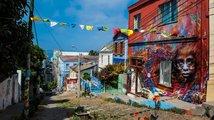 'Klenot Pacifiku' je město, které hýří barvami, i rodiště diktátora