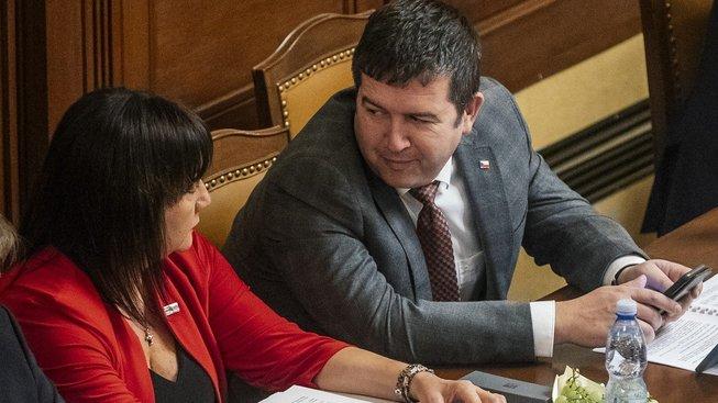 Šéf ČSSD a ministr vnitra Jan Hamáček a ministryně financí Alena Schillerová
