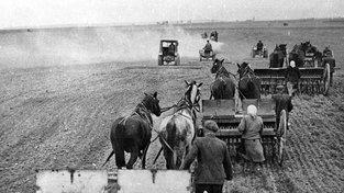 Na zabavených polích pak pracovali členové zemědělských družstev