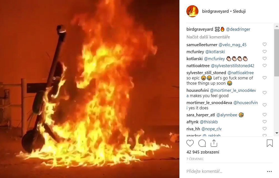 koloběžka v jednom ohni