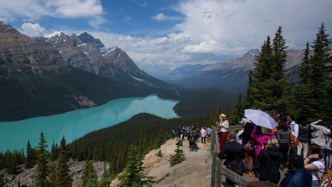 Kanadské národní parky, zejména pak Banff, trpí přítomností davů turistů
