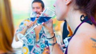 Modré víno si hned získalo své zákazníky