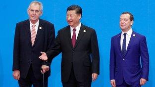 Prezident Miloš Zeman, čínský prezident Si Ťin-pching a ruský premiér Dmitrij Medveděv