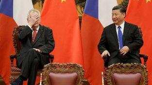 Už se na to nemůžu dívat, ty Číňani jsou všude.  Prezidenti Miloš Zeman a Si Ťin-pching