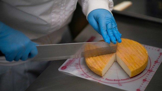 Japonci si na sýry teprve zvykají, místní výrobci ale věří, že se v zahraniční konkurenci neztratí