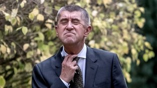 Andreje Babiše škrtí nejen kravata, ale i opozice