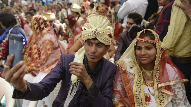 Opulentní svatby je potřeba nějak zaplatit, a tak někteří snoubenci na svůj den prodávají vstupenky turistům. Ilustrační snímek