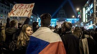 Na Václavském náměstí demonstrovaly tisíce lidí.