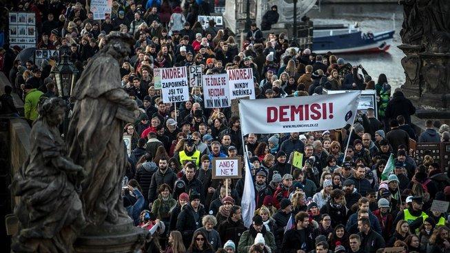 Tisíce lidí žádaly demisi premiéra Andreje Babiše