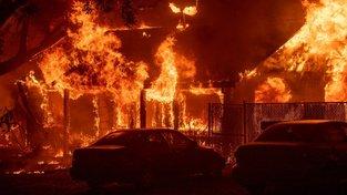 Plameny sežehly tisíce domů