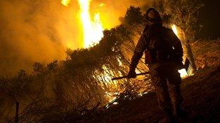 Oheň si vyžádal životy desítek lidí.