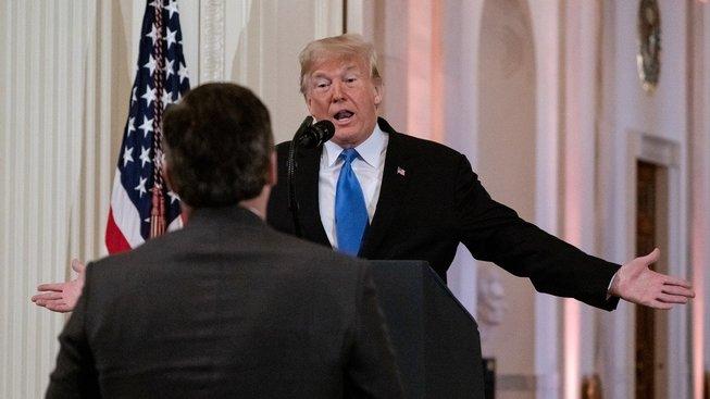 Jim Acosta na inkriminované tiskovce s Donaldem Trumpem