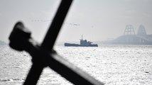 Na zadržených lodích byli i kontrarozvědčíci, první ukrajinský námořník je ve vazbě