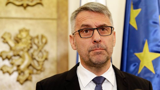 Ministr obrany Lubomír Metnar popřel, že by se čeští vojáci podíleli na mučení obviněného Afghánce.