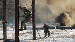 Cvičení ukrajinské armády nedaleko města Černihiv.