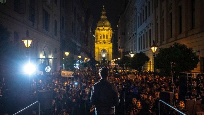 Říjnová demonstrace za zachování Středoevropské univerzity v Budapešti