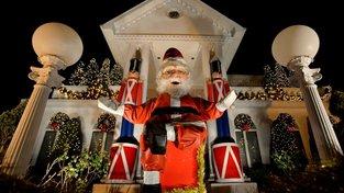 Není ten Santa příliš malý?