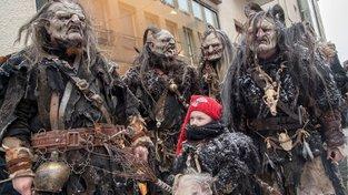 Některé děti se neleknou ani bandy rohatých démonů!
